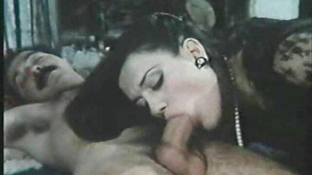 A legjobb pornó nincs regisztráció  Egy fiatal kutya, egy hamis ruha, nővér, barátnő, online filmek erotikus barátja a seggét