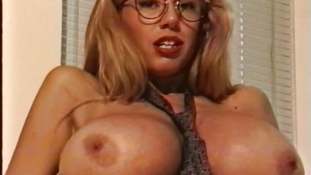 A legjobb pornó nincs regisztráció  Egy lány bikiniben egy srác a tónál érzéki szex videó