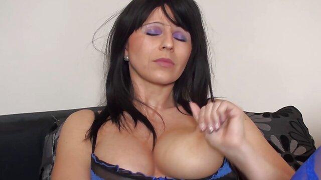 A legjobb pornó nincs regisztráció  Szexi szépség dohányzás egy cigarettát, szex filmek online ingyen Masszázs Punci