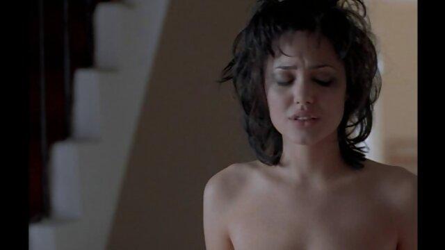 A legjobb pornó nincs regisztráció  A pár hálószobává változtatta hármas szex video a konyhát