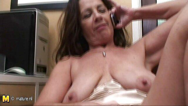 A legjobb pornó nincs regisztráció  Ez az ember fekszik popo szex video az asztalon és a lábamon.