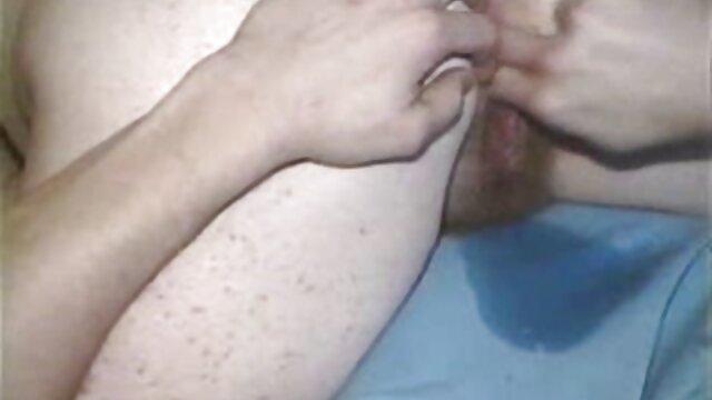 A legjobb pornó nincs regisztráció  Tini kolumbiai ribanc van egy folt régi erotikus filmek a tetőn, a fürdőszoba