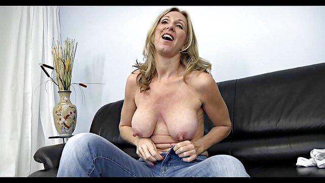 A legjobb pornó nincs regisztráció  Fiatal pornó modell egy katona a függőágyon, majd a pisi szex videok gyepen