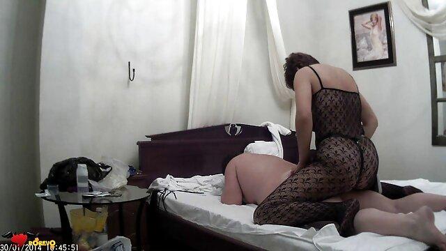 A legjobb pornó nincs regisztráció  A pornó modell nem visel bugyit erotikus videók fekete gombokkal