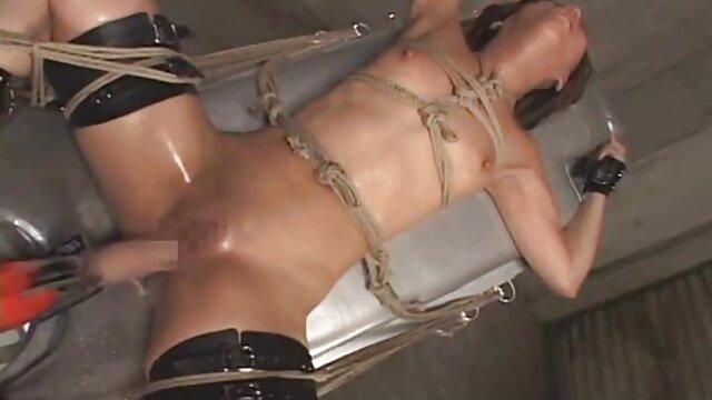 A legjobb pornó nincs regisztráció  Fiatal Japán, ő őrült az ágyon egy rajongó erotikus filmek youtube