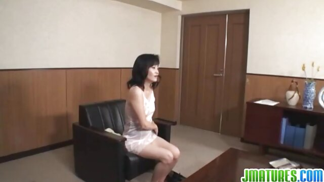 A legjobb pornó nincs regisztráció  Édes, erotikus szex videok fiatal lány készen áll, hogy szégyentelenül levetkőzni neki L.