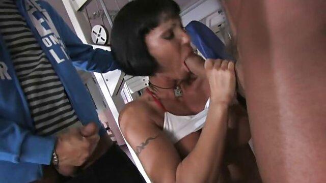 A legjobb pornó nincs regisztráció  A kádban egy barátom, hogy a szex oktató videó szenvedélyes csók
