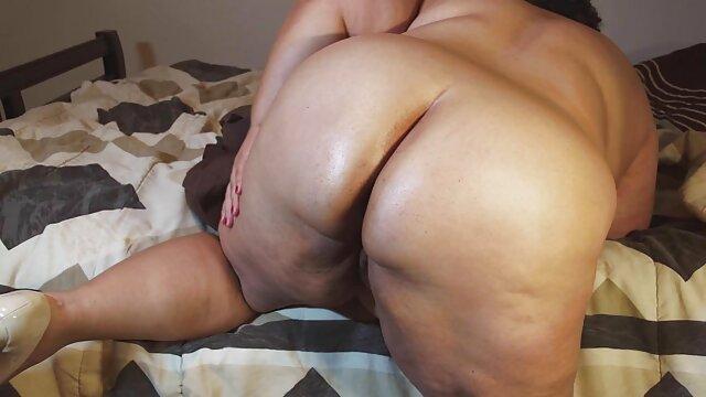 A legjobb pornó nincs regisztráció  Két fekete nők ugrás egy nagy fehér szex videók online kakas