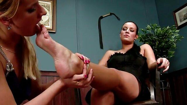 A legjobb pornó nincs regisztráció  Női rendőrség, fiatal bérlőkkel az ágyon gruppen szex video