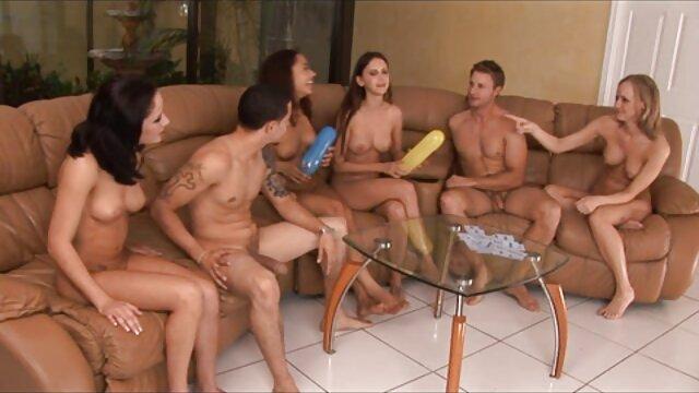 A legjobb pornó nincs regisztráció  Barátnő csoport elrendezése túrázás szex képek videok közben az őszi erdőben