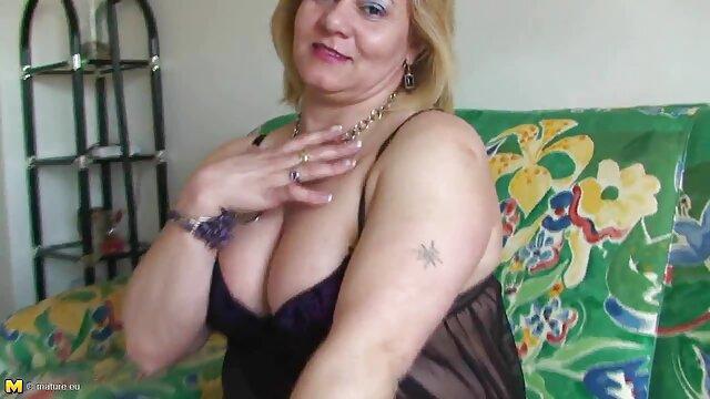 A legjobb pornó nincs regisztráció  Érett nő ad felesége, hogy a szerelem lány szex oktato video