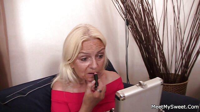 A legjobb pornó nincs regisztráció  Utcai emo lány, egy kést, tutti frutti szex videok megsimogatta a kamera előtt